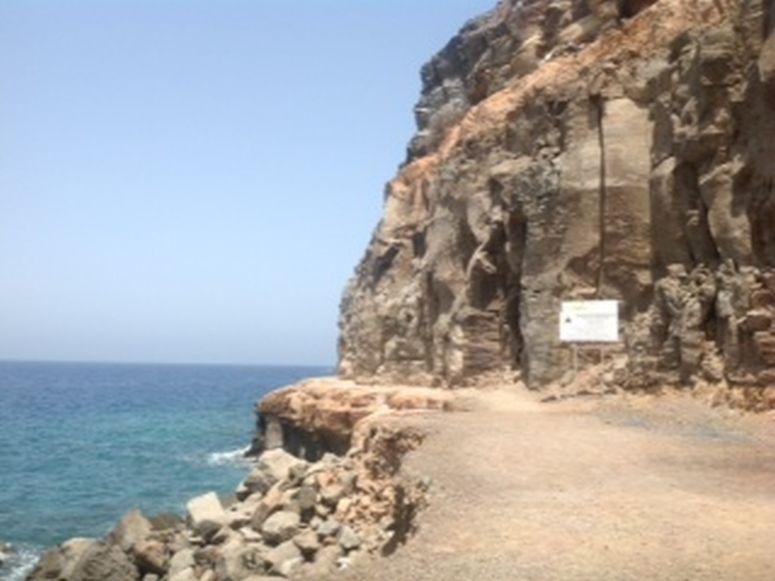 Warnung vor Felsabbrüchen