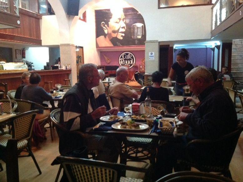 Restaurant mit Buehne in Mindelo