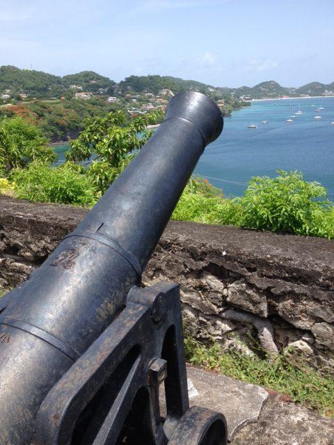 Kanone mit königlichem Wappen