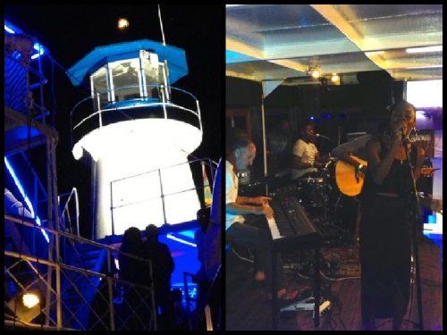 """Bar- und Bistro-Schiff """"The Lightship"""" bei Nacht / Livemusik"""