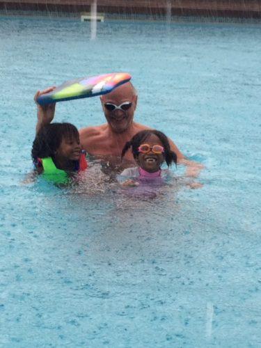 Regenschutz im Pool