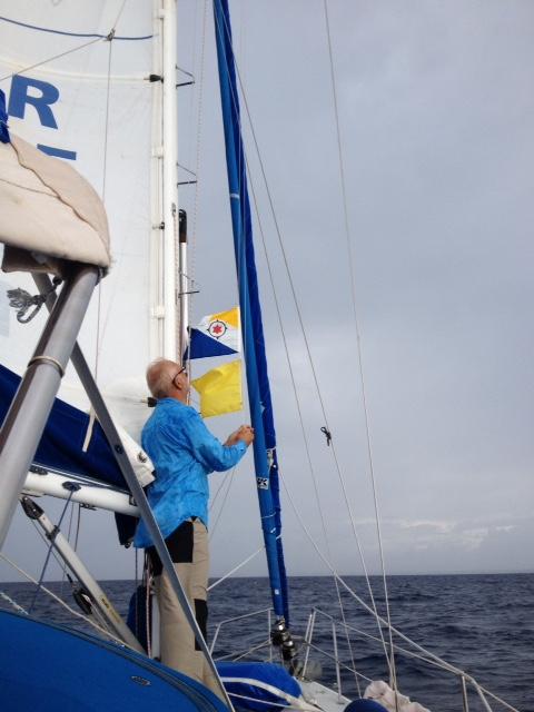 Flaggen hoch: Bonaire und Q (Zollflagge)